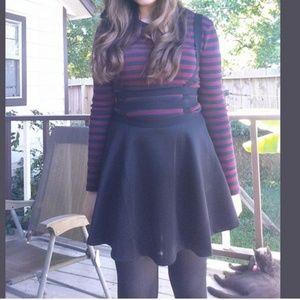Black suspended skirt